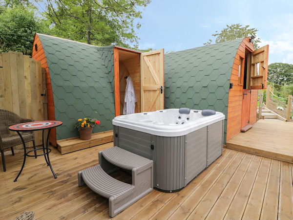 Banwy Glamping Pods - Glamping Holidays Powys